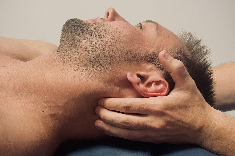 Ból szyi – Jak sobie z nim radzić?
